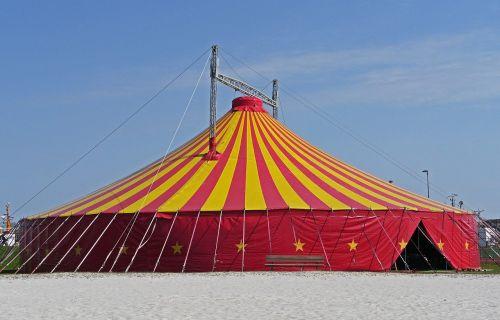Gemeinsame Gottesdienste im Zirkuszelt